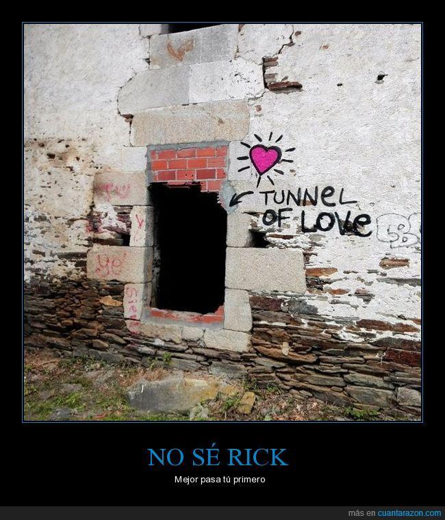 graffiti,pintada,túnel del amor