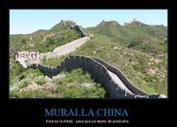 Enlace a Y aquí terminamos con los carteles de la Muralla China