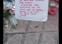Enlace a El mensaje que un vagabundo ha dejado en el lugar del atentado de Barcelona