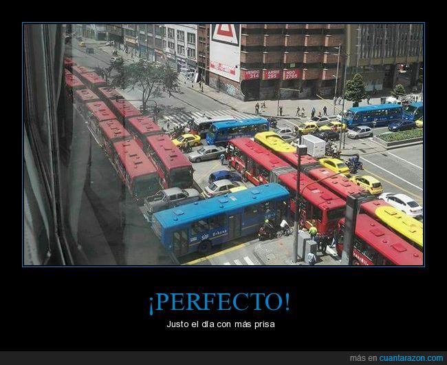 bogota,bus,calle,parece que se coordinaron,transito,transmilenio,via
