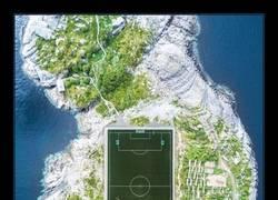 Enlace a El campo de fútbol más increíble de Europa