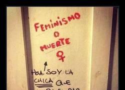 Enlace a Hace una reivindicación feminista y le contesta quien menos se esperaba