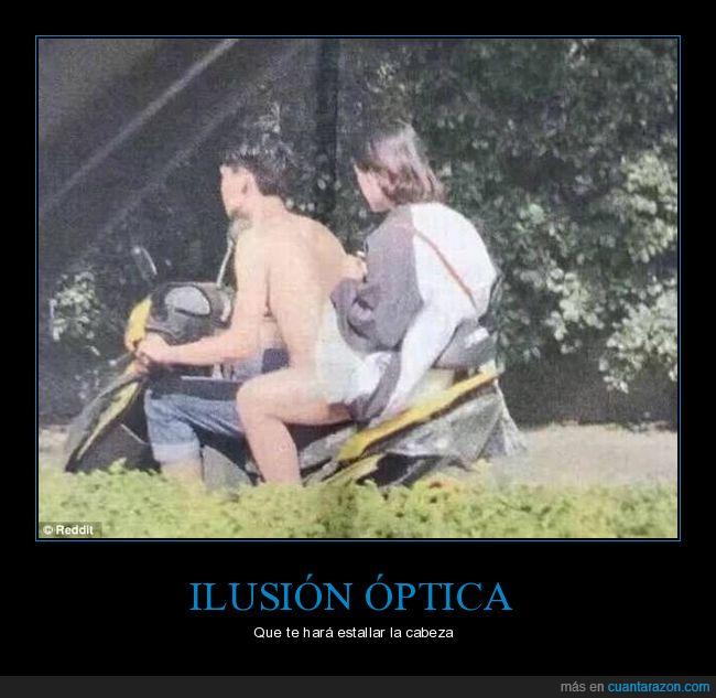 desnudo,él sin camiseta,ella con shorts,hombre,ilusión óptica,moto