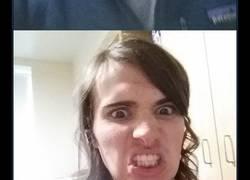 Enlace a Un hombre documenta su increíble transformación en mujer durante 17 meses y su expresión facial en la última foto lo dice todo