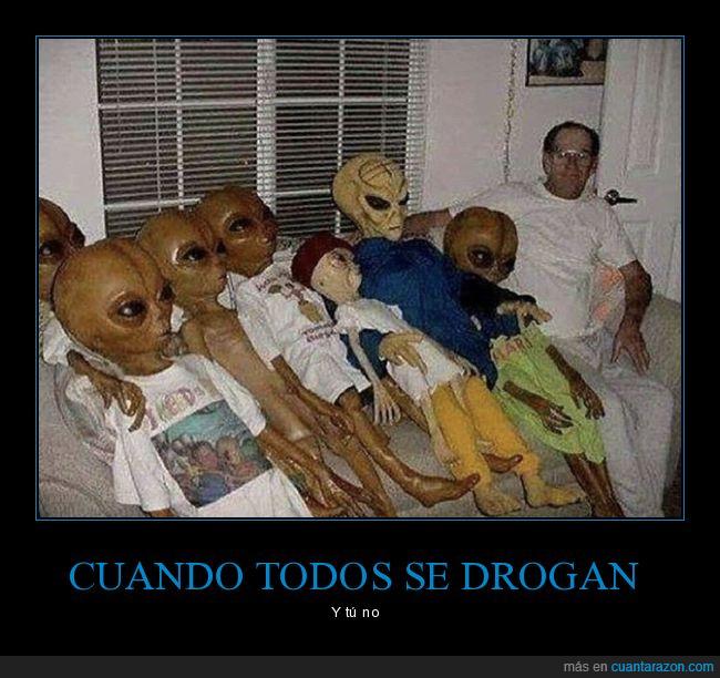 drogarse,extraterrestres,muñecos