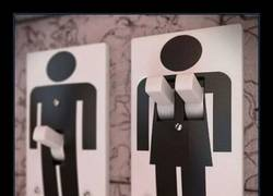 Enlace a 10 carteles de baño originales que seguramente harán que tu abuela se lleve las manos a la cabeza