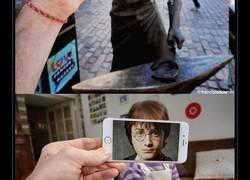 Enlace a Un fotógrafo combina ficción y realidad con un smartphone