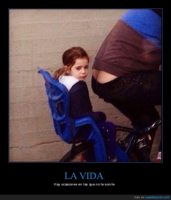 bicicleta,cara,culo,hucha,niña