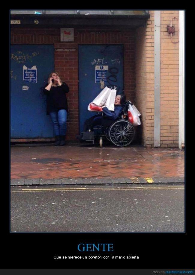 abuela,bolsas,silla de ruedas