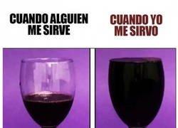 Enlace a Sirviendo vino