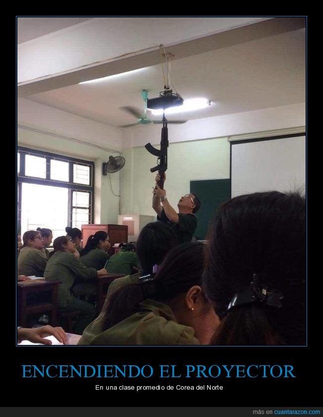 arma,clase,profesor,proyector