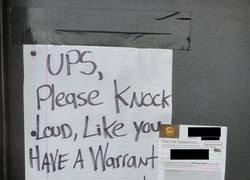 Enlace a Mensaje para el repartidor que siempre dice que no hay nadie en casa