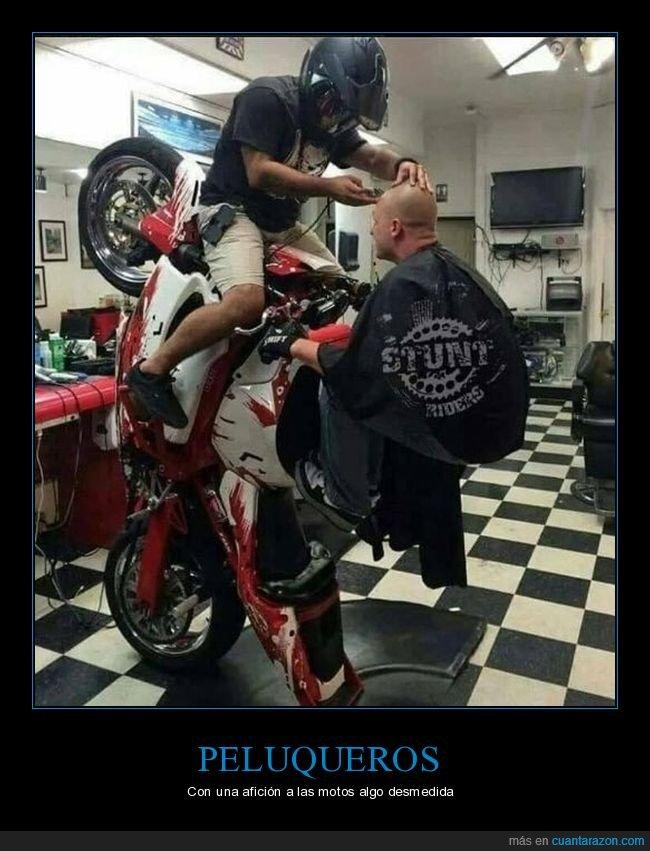 cortando el pelo,moto,peluquería
