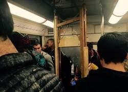 Enlace a La revolución empieza en el metro