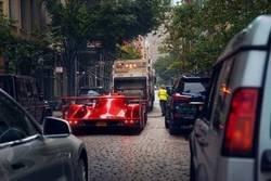 Enlace a Todos los coches son iguales cuando van detrás del camión de la basura