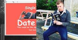 Enlace a Cada vez está más difícil ligar y este tío se cansa de las apps, compra un valla publicitaria para buscar novia y lo peta
