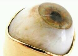 Enlace a Un anillo macabro