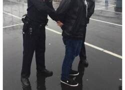Enlace a Policías que se toman su trabajo con humor