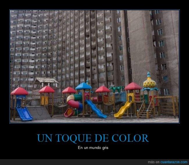 colores,columpios,edificios