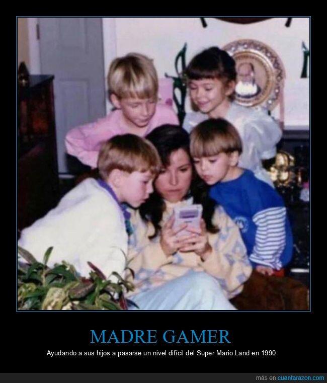 game boy,jugando,madre,mario land