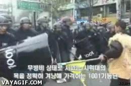 Enlace a La policía coreana no se anda con tonterías