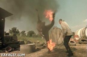 Enlace a Patada en llamas