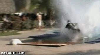 Enlace a Moto en la piscina 2: la caída