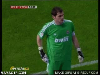 Enlace a Casillas intimidando