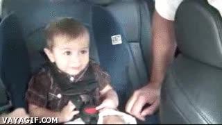 Enlace a Este bebé tiene mucha marcha