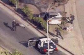 Enlace a Cuántos policías son necesarios para detener a dos maleantes