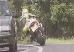 Enlace a Motociclista versus retrovisor