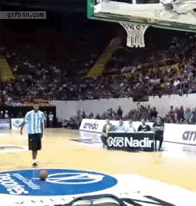 Enlace a Fuck Yeah también juega al baloncesto