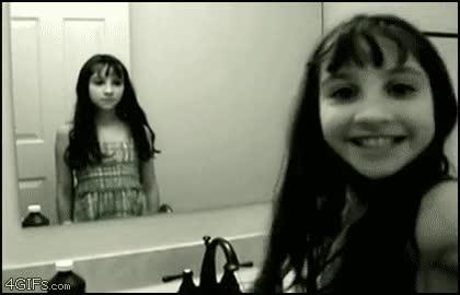 Enlace a La niña del espejo