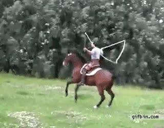 Enlace a Saltando a cuerda con.. ¡un caballo!