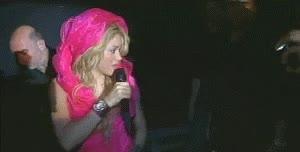 Enlace a Le intentan robar el anillo a Shakira en directo