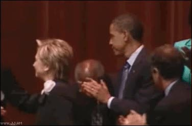 Enlace a Bill and Hillary Clinton kissing fail