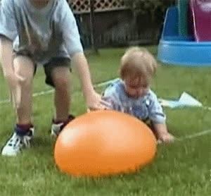 Enlace a Bebé vs globo de agua