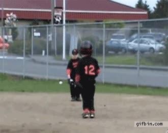 Enlace a Niño empanao vs. pelota de baseball