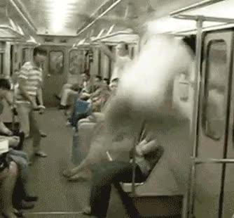 Enlace a Malabarismos en el metro