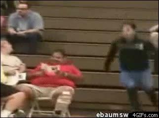 Enlace a La silla no dio para más