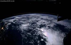 Enlace a 600 fotos desde el espacio
