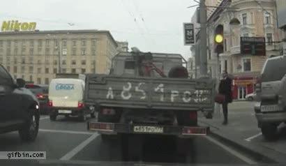 Enlace a Antes de cruzar la calle en Rusia