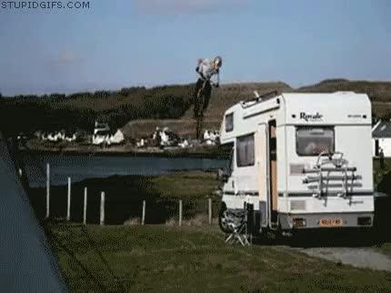 Enlace a Bajar de una caravana en bmx como si nada