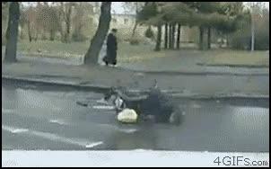 Enlace a Suelo mojado + bici = mala idea