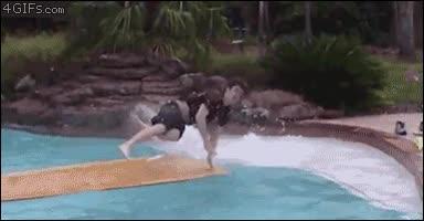 Enlace a Surfear en la piscina... Mala idea