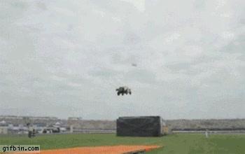 Enlace a El mayor salto del mundo con un coche