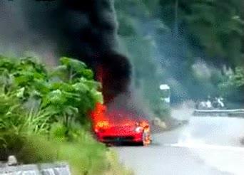 Enlace a Ferrari 458 Italia ardiendo, qué dolor