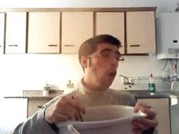 Enlace a Lo que ocurre por comer canela a saco