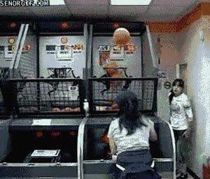 Enlace a Una máquina encestando