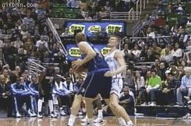 Enlace a Y así se simula una falta en baloncesto